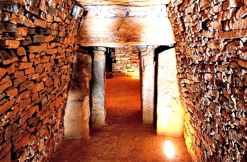 Interior del Tholos o Dolmen de El Romeral en Antequera, Málaga. (Auskiza/CC BY-SA 3.0)