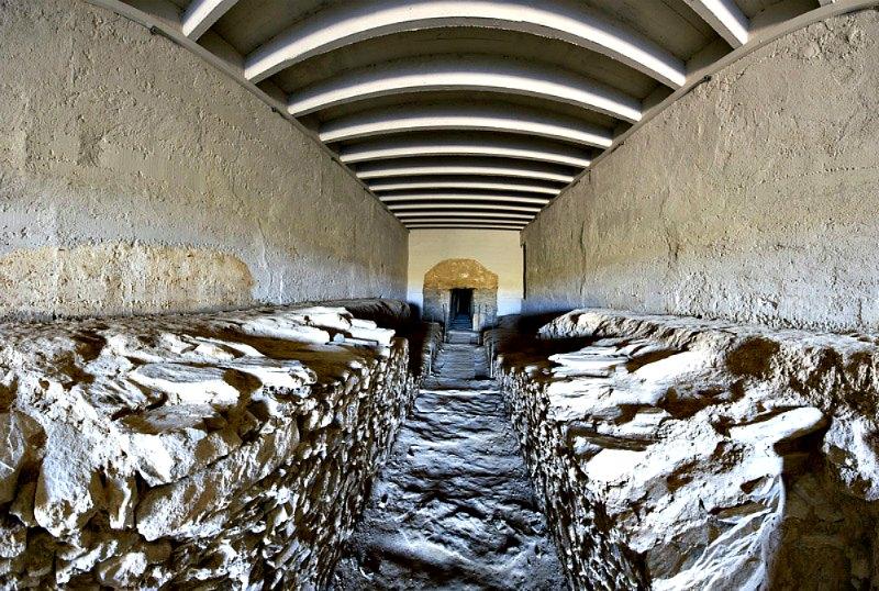 Corredor del dolmen de la Pastora, primer hallazgo descubierto en el yacimiento de Valencina de la Concepción, en Sevilla. (Cazalla Montijano, Juan Carlos/CC BY SA 3.0)
