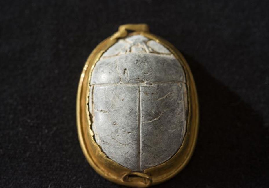 Dorso del sello-escarabeo descubierto recientemente en Tel Dor, Israel. (Excavaciones de Tel Dor)