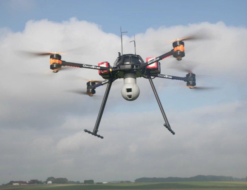 El uso de drones, combinado con otras modernas tecnologías, ayuda a los arqueólogos a ampliar sus perspectivas sobre las zonas a estudiar. En la imagen, dron civil AltiGator OnyxStar Fox-C8 XT en pleno vuelo. (ZullyC3P/ CC BY-SA 4.0)