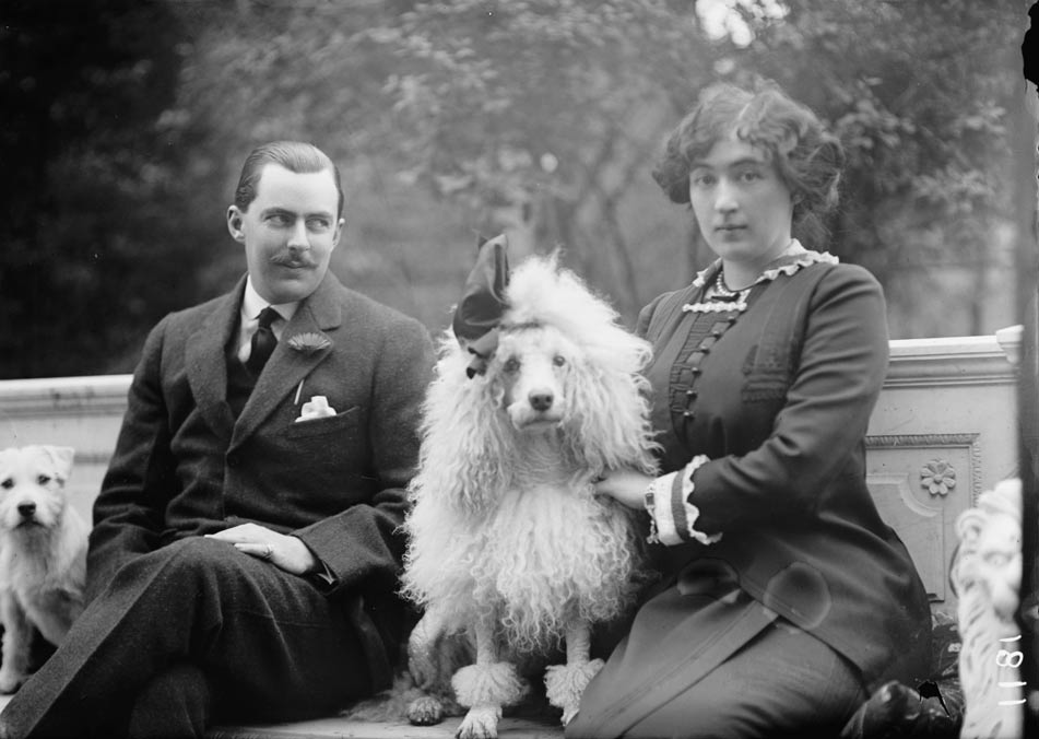 El heredero del Washington Post Edward Beale McLean y su esposa Evalyn Walsh McLean, heredera de una compañía minera, en 1912. La pareja fue propietaria del diamante durante muchos años. (Public Domain)