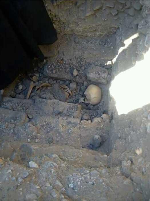 El esqueleto de la niña fue encontrado en cuclillas dentro de la tumba. (Ministerio de Antigüedades)