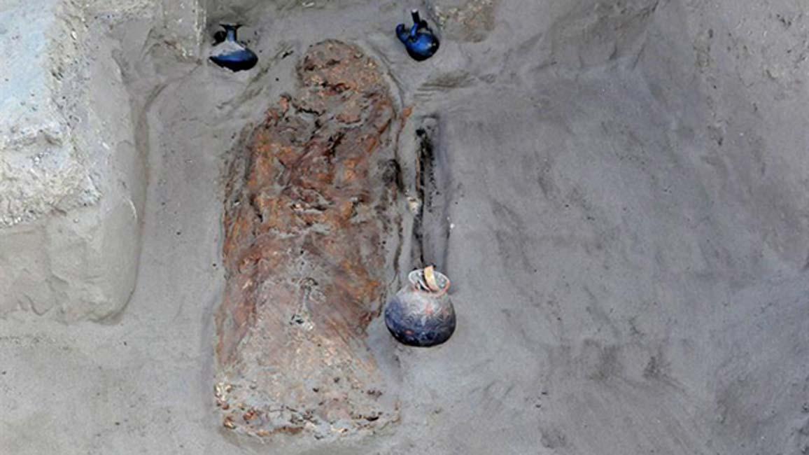 Fotografía de uno de los enterramientos publicada por el Ministerio de Cultura de Perú. (EFE)