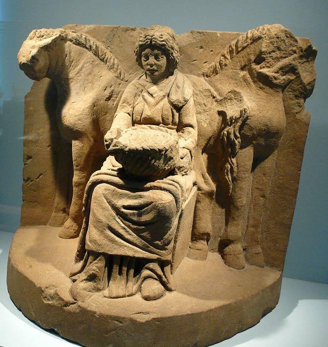 Epona y caballos, pieza de terracota hallada en Köngen, Alemania, c. 200 d. C. (CC BY 2.0)