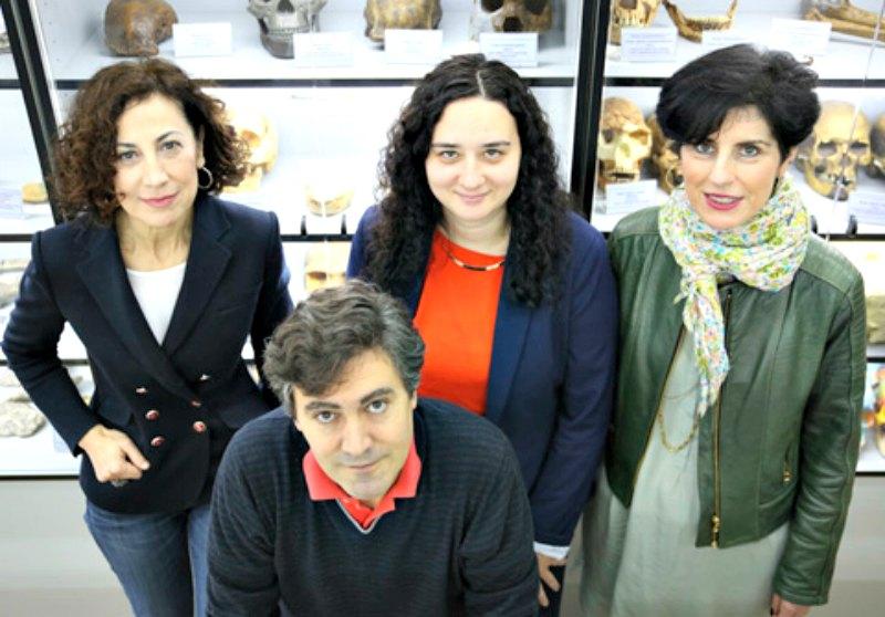 Mienbros del equipo Investigador (de izquierda a derecha.): Concepción de la Rúa, Santos Alonso, Montse Hervella y Neskuts Izagirre.(Fotografía: UPV)