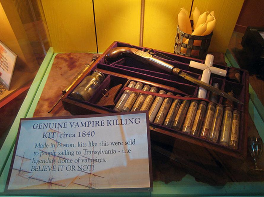Equipo para cazar vampiros de aproximadamente el año 1840. (Josh Berglund/CC BY 2.0)