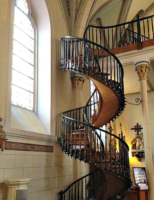 La misteriosa escalera de la Capilla de Loreto de Santa Fe ha sido analizada en múltiples ocasiones por ingenieros y arquitectos modernos. (brianrmurray/CC BY-SA 3.0)
