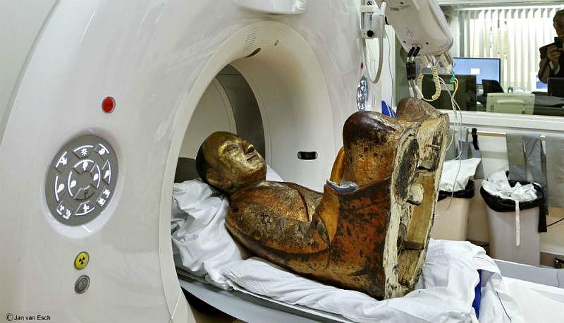 La sorpresa fue mayúscula cuando, durante un escáner de la escultura, se descubrió que la antigua reliquia contenía el cuerpo momificado de un maestro budista (Fotografía: MMC / Jan van Esch/Historia Enigmática)