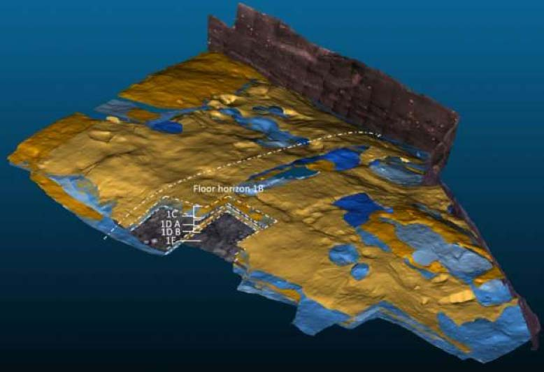 Se están utilizando escáneres tridimensionales para documentar y analizar los numerosos estratos de suelo construido (amarillo) y de terreno (azul) de las casas de la época vikinga. En la zona aquí examinada pueden verse in situ sobre los suelos pesas de telar y otro objeto más grande. (Sarah Croix)