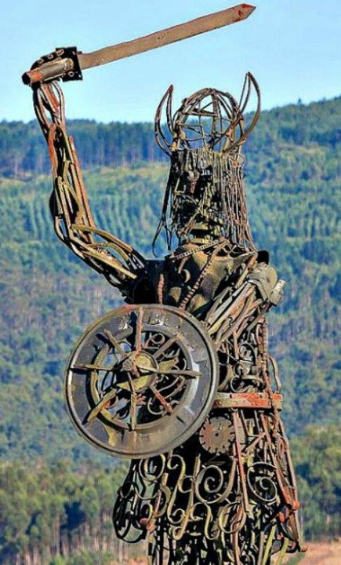 Estatua erigida en Catoira (Galicia) en recuerdo de las incursiones vikingas. (Luis Miguel Bugallo Sánchez –Lmbuga–/GNU Free)