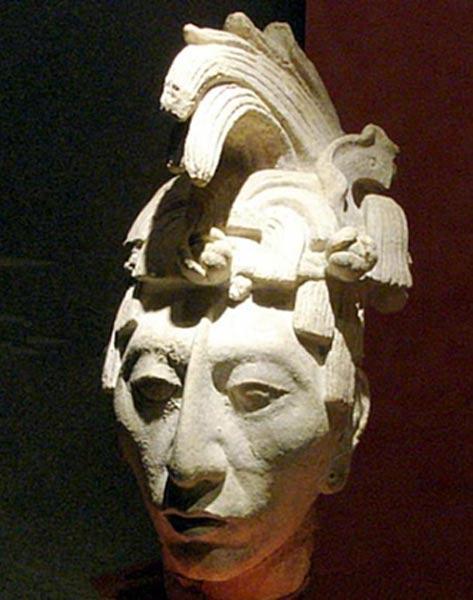 """Escultura del rey K'inich Janaab' Pakal, """"Pakal el Grande"""". Museo Nacional de Antropología, Ciudad de México. (Wikimedia Commons)"""