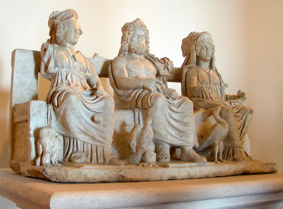 """Grupo escultórico con la """"Tríada Capitolina"""": Júpiter, Juno y Minerva, de una villa romana en Guidonia. (MM/CC BY-SA 3.0)"""