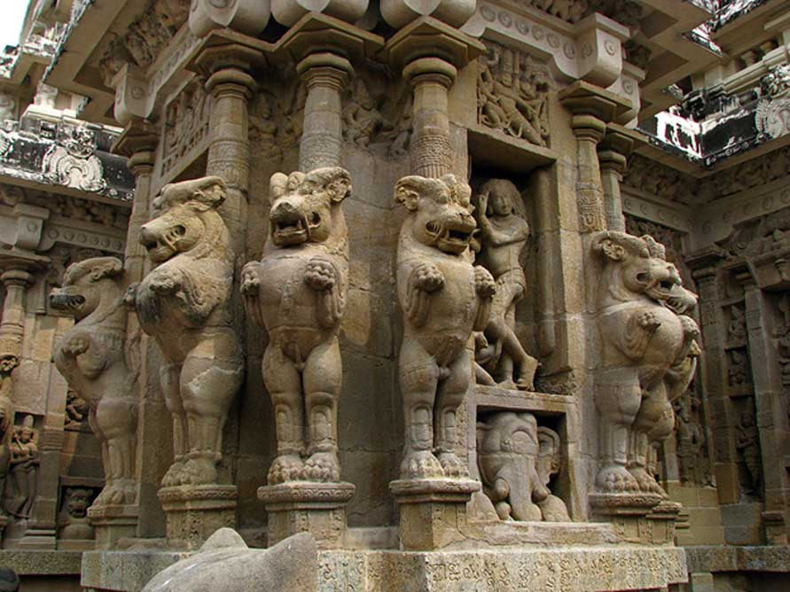 Diseño típico de pilares del templo de Kailasanathar de Kanchi, con leones mitológicos mirando en todas direcciones. (CC BY 2.0)