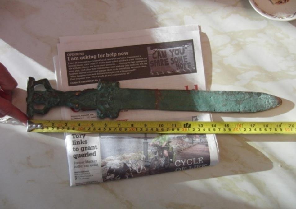 Espada romana hallada junto a las costas de Oak Island. Fotografía cortesía de investigatinghistory.org y National Treasure Society