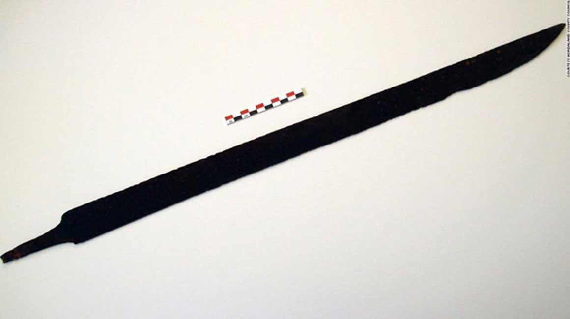 La espada vikinga del siglo VIII descubierta por un senderista en Noruega. Crédito: Consejo Regional de Hordaland.