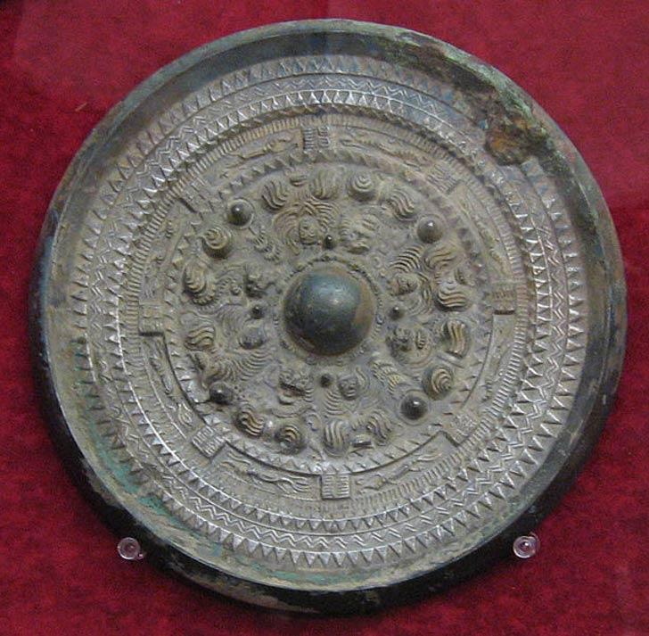 Otro espejo de bronce descubierto en Japón. En este caso data del período Kofun. (CC BY SA 4.0)