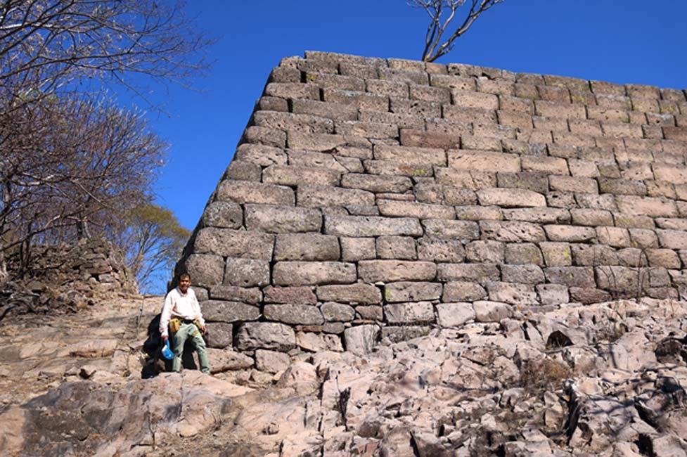 Otra fotografía de la esquina de la misma estructura en Chimalacatlán. (Marco Vigato)