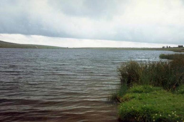Estanque Dozmary. Supuestamente el hogar de la Dama del Lago de las leyendas artúricas. El estanque tiene también fama de no tener fondo. (CC BY SA 2.0)