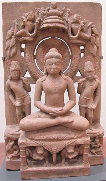 Estatua de Adinatha, también conocido como Rishabha, (fundador del jainismo) en padmasana (postura del loto). (CC BY SA 3.0) La inscripción recientemente descifrada parece promover el jainismo en Arattipura, lugar en el que se han descubierto objetos y obras de arte en los que aparece representado Adinatha, posiblemente también pertenecientes al período Hoysala.