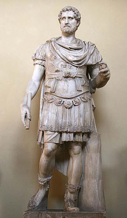 Estatua de Antonio Pío con armadura. (Jean-Pol GRANDMONT/Dominio público)
