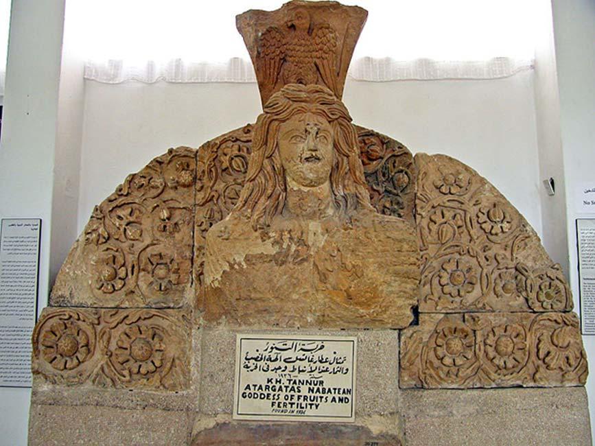 """Esta estatua procede del templo nabateo de Khirbet Tannur. Atargatis, la """"diosa Siria"""" (Luciano, 'De Syria Dea') era una diosa de la vegetación. (CC BY-SA 2.0)"""
