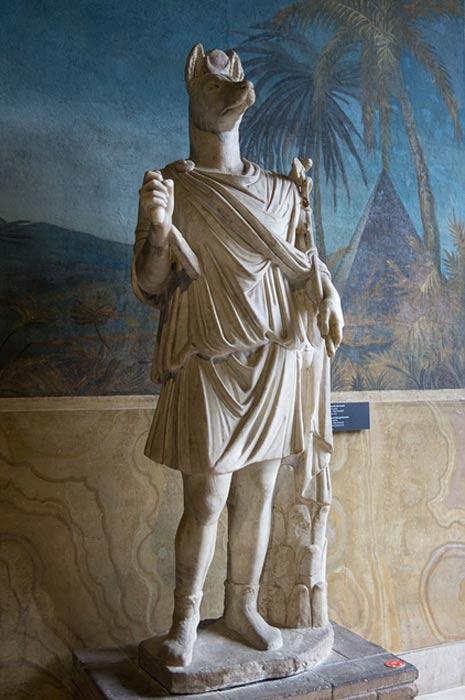 Estatua de Hermanubis, híbrido del dios egipcio Anubis y el dios griego Hermes (Museos Vaticanos) (CC BY-SA 3.0)