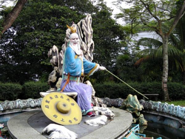Estatua de Jiang Ziya, consejero de los reyes Wen y Wu, ubicada en el parque Haw Par Villa, Singapur. (Lds/CC BY – SA 4.0)