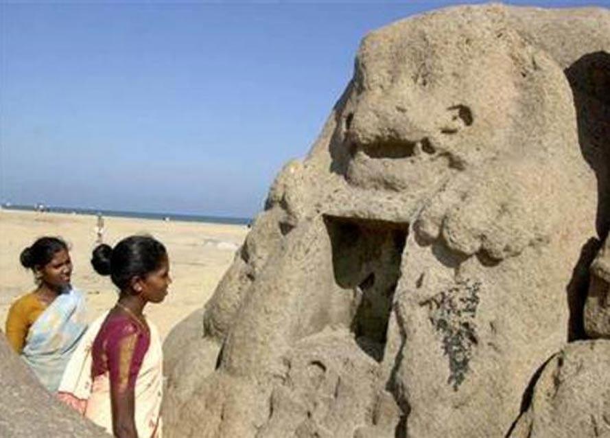 Esta estatua de un león apareció tras el tsunami del 26 de diciembre del 2004 en las playas de Mahabalipuram, la India. (Public Domain)