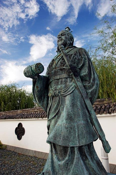 Estatua de Sun Tzu en Yurihama, prefectura de Tottori, Japón. (CC BY 2.5)