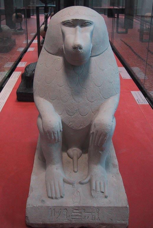 Estatua egipcia de un babuino. Museo del Louvre (CC by SA 3.0)