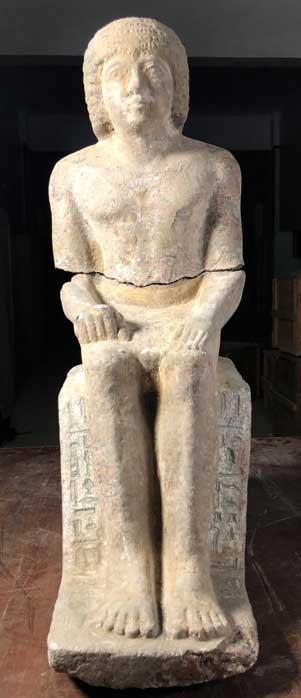 Estatua de granito completa de Kaires con inscripción jeroglífica. (Imagen: Instituto Checo de Egiptología)
