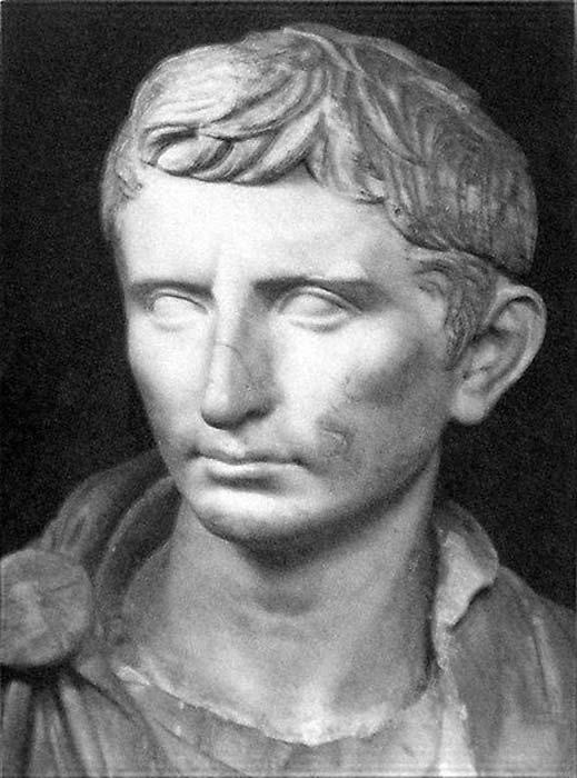 Estatua de Augusto retratado como un joven Octaviano. Datada en torno al 30 a. C. (Dominio público)