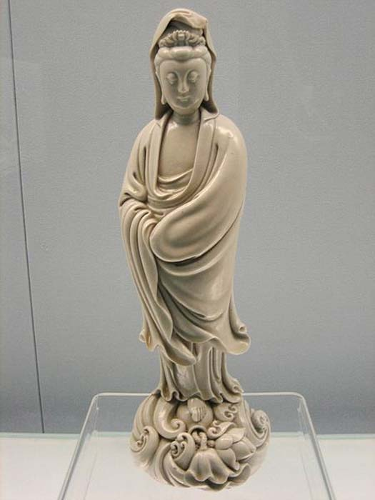 Estatua de porcelana de Kuan Yin, dinastía Ming. (CC BY SA 3.0)