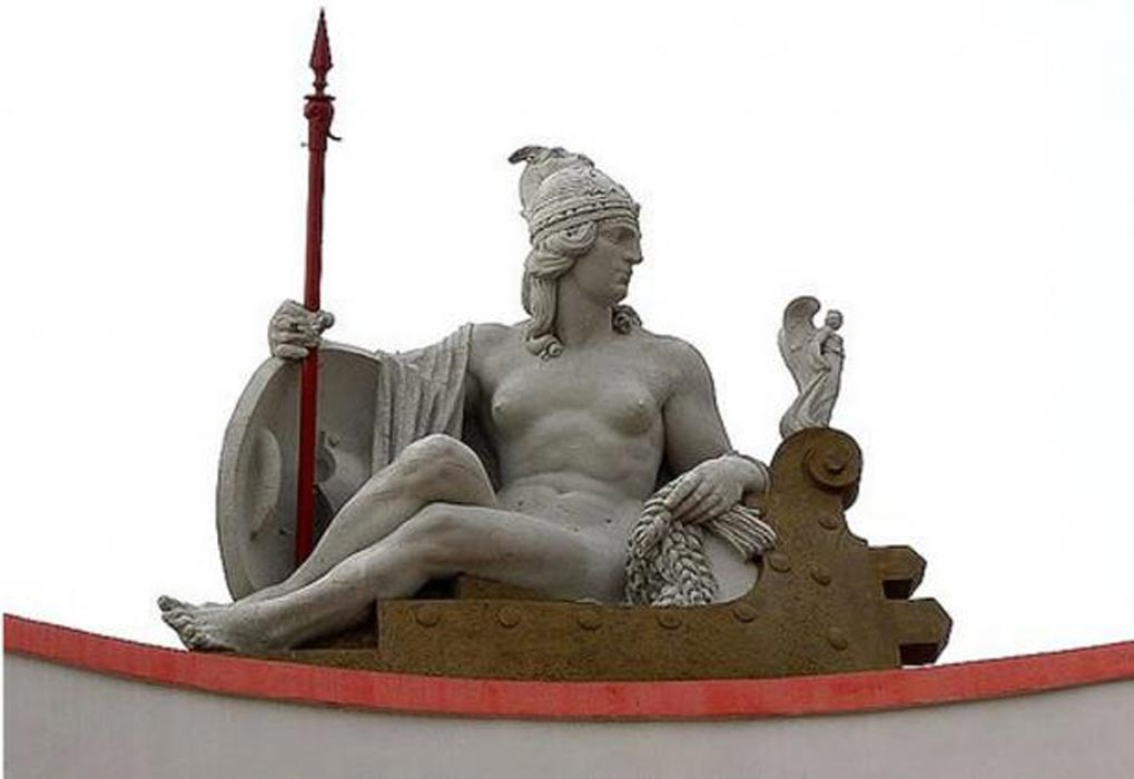 Escultura de la reina iliria Teuta en el Banco Nacional de Albania, Durrës. (realmonte.net)