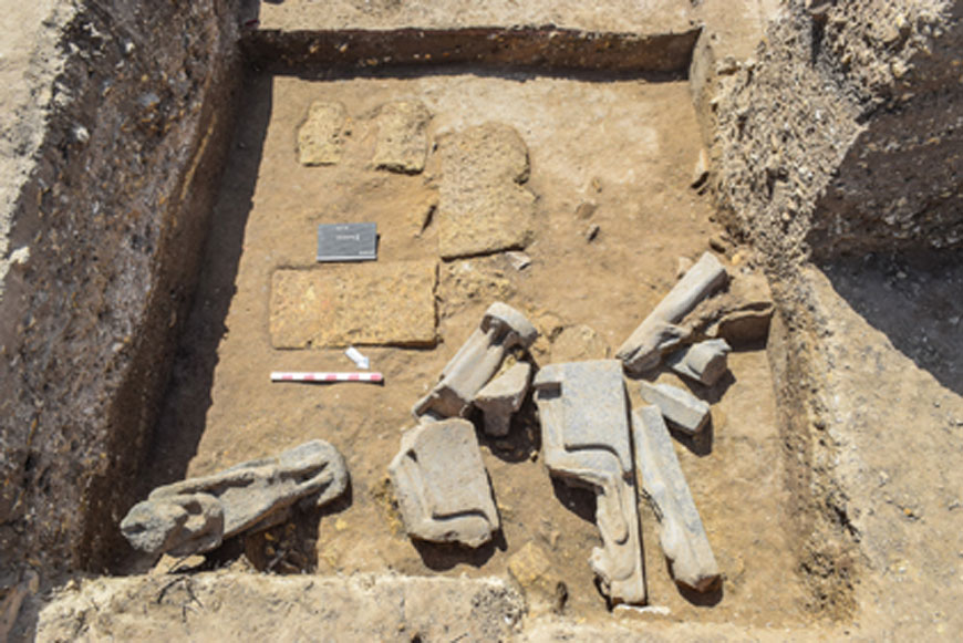 Algunas de las estatuas de la diosa egipcia Sekhmet, tal y como fueron descubiertas 'in situ'. (Ministerio de Antigüedades de Egipto)