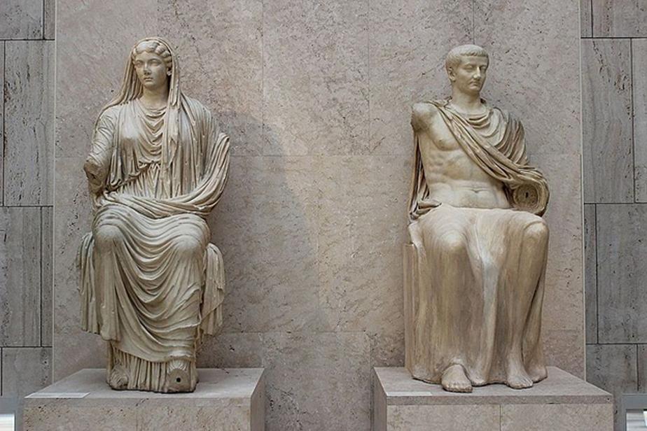 El emperador romano Tiberio y su madre Livia, 14 d. C. – 19 d. C., estatuas de Paestum, Museo Arqueológico Nacional de España, Madrid. (Miguel Hermoso Cuesta/CC BY SA 4.0)