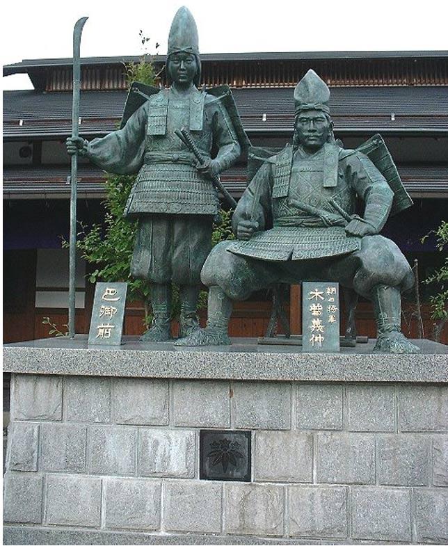 Escultura de Tomoe Gozen y Yoshinaka. Museo Yoshinaka de Japón. (Wikimedia Commons)