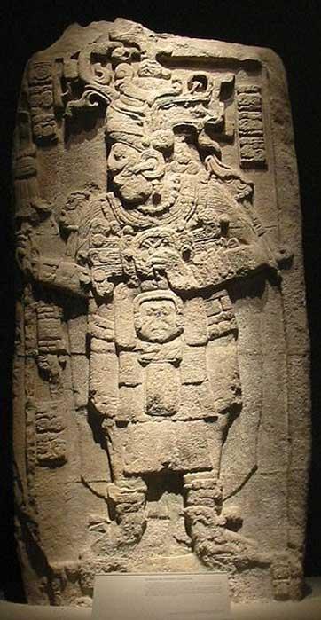 Estela 51 de Calakmul con la efigie del rey Yuknoom Took' K'awiil, expuesta en el Museo Nacional de Antropología de Ciudad de México. (Dominio público)
