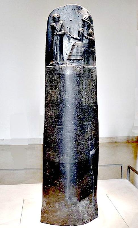 Estela de diorita negra con el Código de Hammurabi, esculpido entre los años 1792 a. C. y 1750 a. C. Museo de El Louvre de París, Francia. (Mbzt/GNU FREE)
