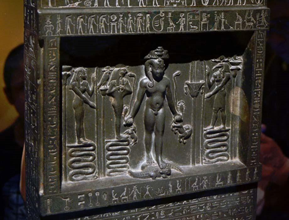 Estela Metternich, otro antiguo monumento de la época del rey Nectanebo II. (CC BY-NC-SA 2.0)
