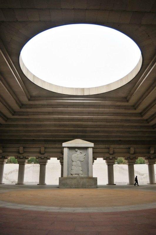 Estela de Huangdi en la sala de los sacrificios del Templo Xuanyan (轩辕殿), dedicada al culto de Huangdi y situada en Huangling, Yan'an, Shaanxi. (Li Yong/ CC BY-SA 2.0)