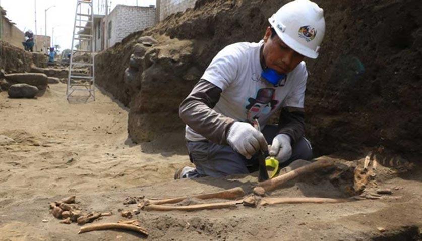 Excavación de una de las tumbas pre-incas. Fuente: Johnny Aurazo