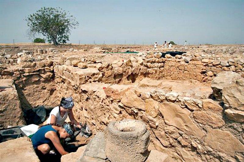 Trabajo de campo en la actual campaña de excavaciones de Ampurias. (Fotografía: Canal Patrimonio/EFE)