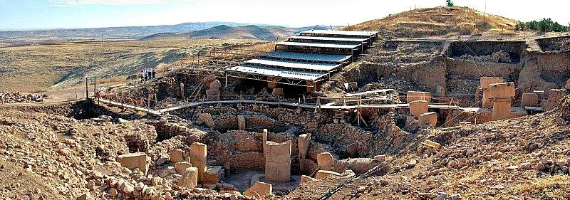 Vista panorámica del la zona sur de las excavaciones arqueológicas de Göbekli Tepe en Turquía. (Rolfcosar/GNU Free)