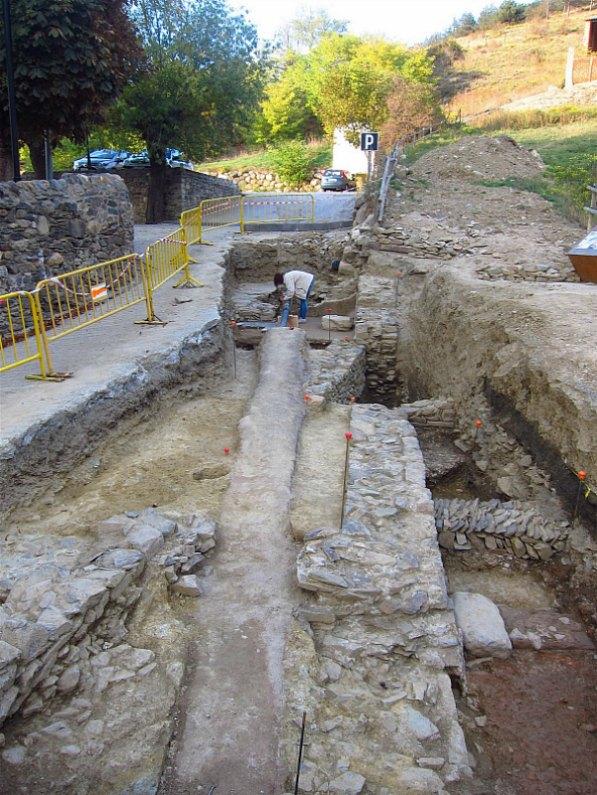 Vista general de las excavaciones realizadas en septiembre y octubre del 2016 en el foro romano de Llivia. (Fotografía: National Geographic/UAB-ICAC)