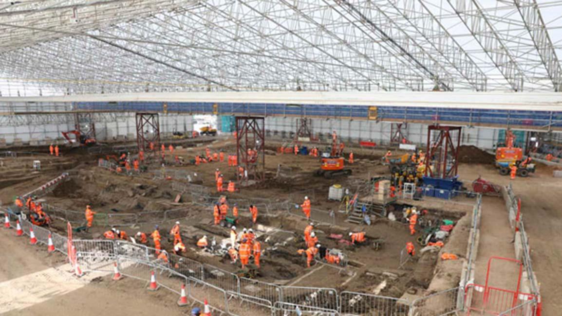 Excavaciones arqueológicas y trabajo de investigación en los St James' Gardens de Euston, Londres. (HS2)