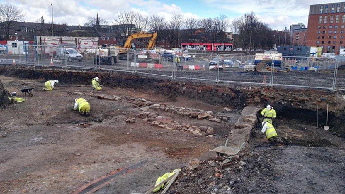Excavaciones en las antiguas murallas y el foso del Castillo de Partick. (GUARD Archaeology Ltd)