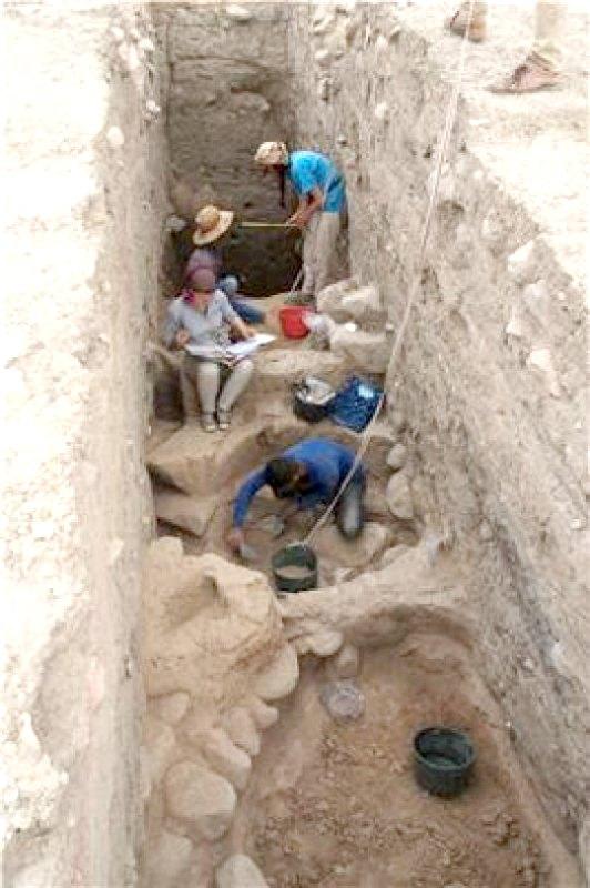 Excavando hasta los estratos de la Edad del Bronce en la parte superior de Bassetki. (Fotografía: ScienceDaily/P. Pfälzner)