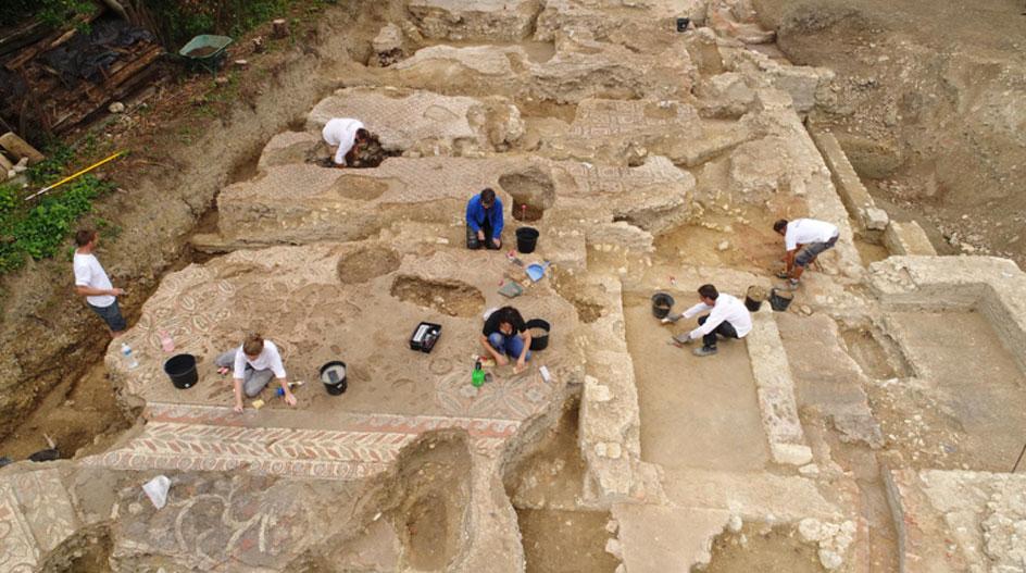 Excavaciones de la domus de la era imperial romana hallada recientemente en Auch. (Fotografía: © Jean-Louis Bellurget, INRAP)