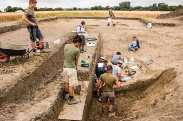 Las excavaciones que se están llevando a cabo en Marden Henge. (Sarah Lambert-Gates/University of Reading)